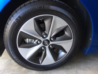 Stylish wheel rims.