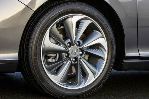 wheels capture and direct air flow to cool the brakes