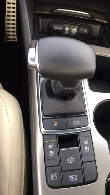 Kia Optima 2017 console and shifter